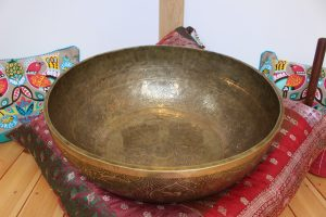 stand inside singing bowl